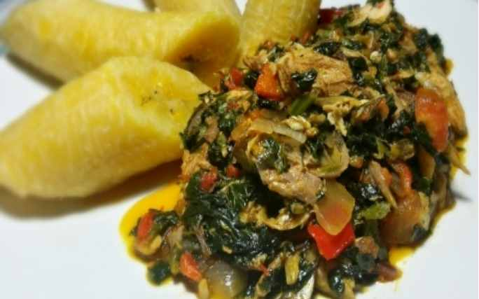HOW TO PREPARE BOILED PLANTAINS WITH A SPINACH SAUCE