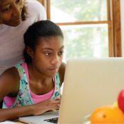 How to Handle Social Media Behavior of Teenagers